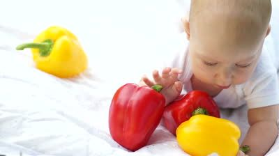 -baby-with-vegetables