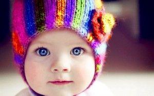 nene con gorrito