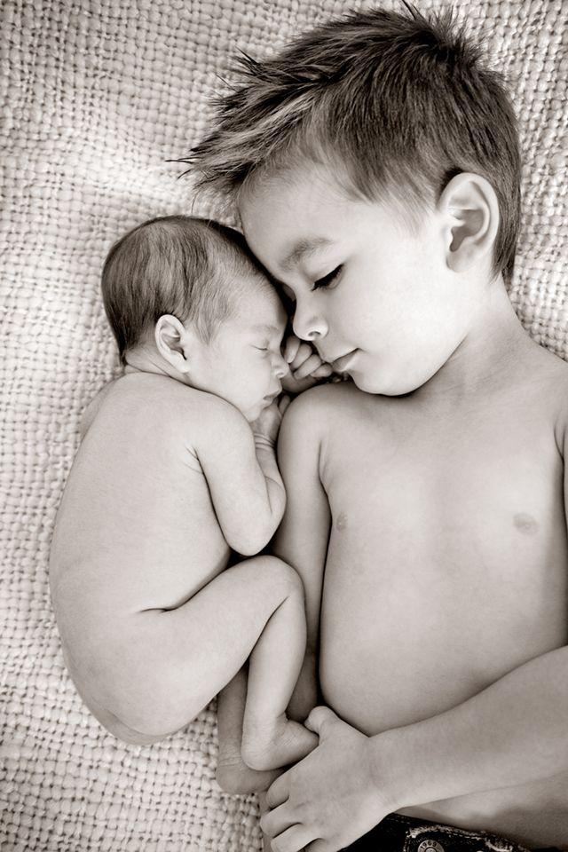 hermanos durmiendo juntos