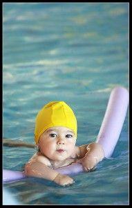 la piscina y el cloro en los peques