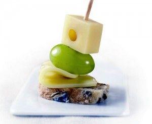 brochetas-de-queso uvas