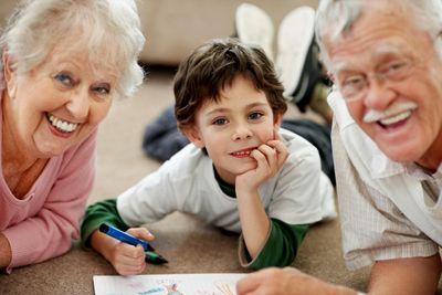 Resultado de imagen de niños pequeños con abuelos
