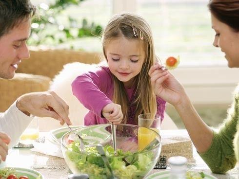ayudar a comer con autonomía