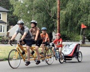 la bicicleta con los pequeños