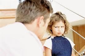 niño desobediente