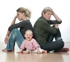 los padres que discuten delante de los niños