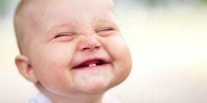 niño-riendo-a-carcajadas