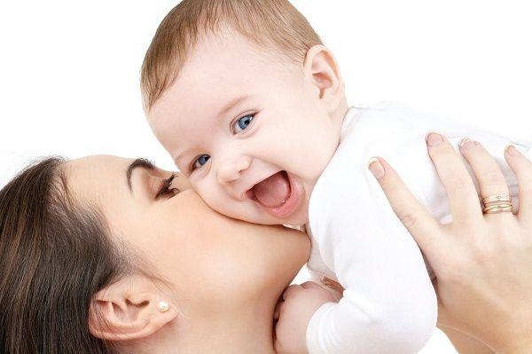 bebé y mama felices