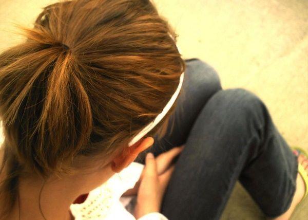 adolescente preocupada