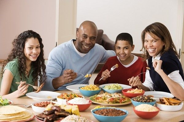 cena en familia noche