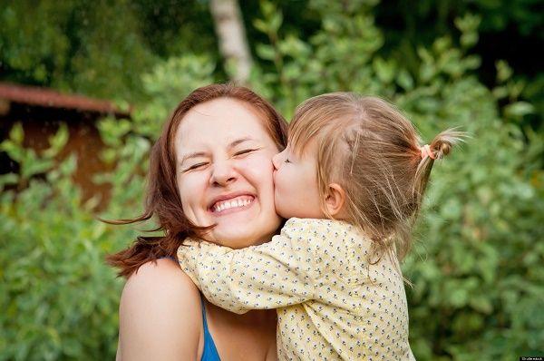 madre feliz nena