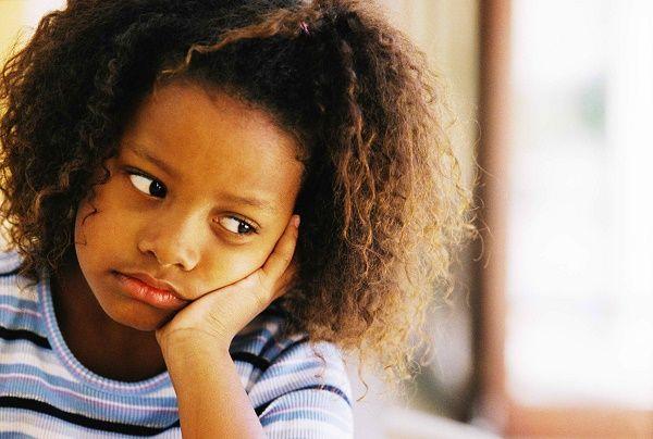 nena peque triste escuela