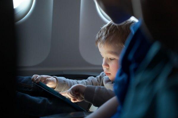 viajar nenes avion