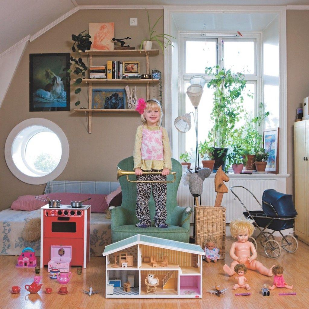 Tyra, 3, Stockholm, Sweden. Juguetes para niños