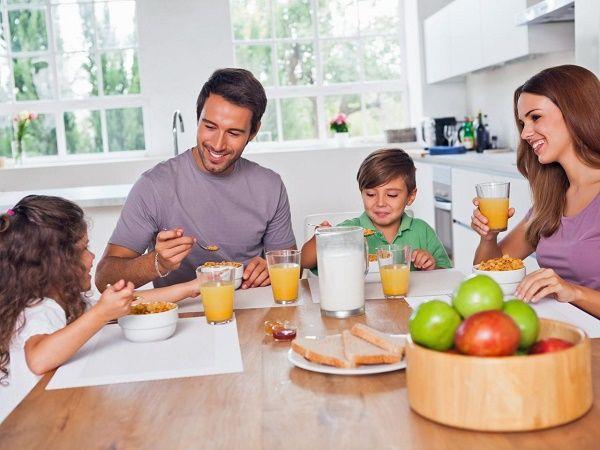 familia feliz casa peque