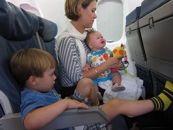 viajar-niños-avion3