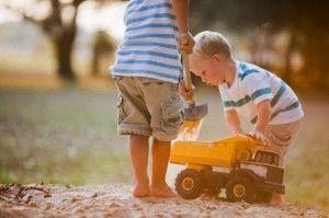 Compartir juguetes entre niños